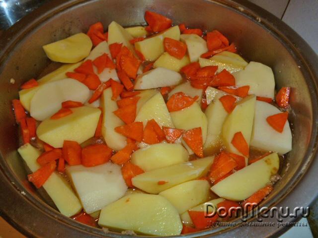 Тушим картфель с морковью