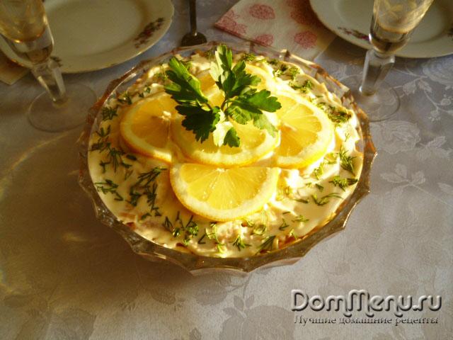 Слоеный салат с шампиньонами и яблоками