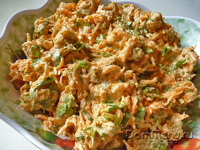 Morqovny`i` salat s suhariqami